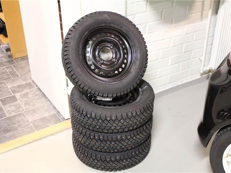 kompletta vinterhjul plåtfälg